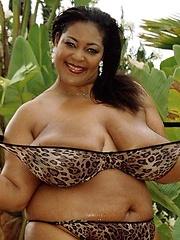 Thick Ebony Chick Tit Fucks White Dick