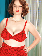 Chubby Babe in sexy red lingerie