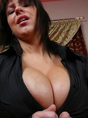 Kora Kryk masturbate in restaurant